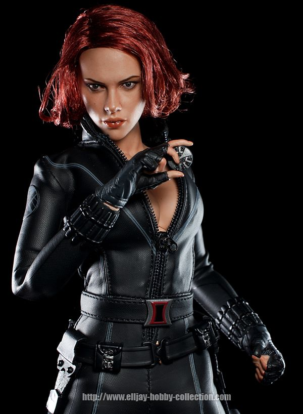 HOT-toys-black-widow-5