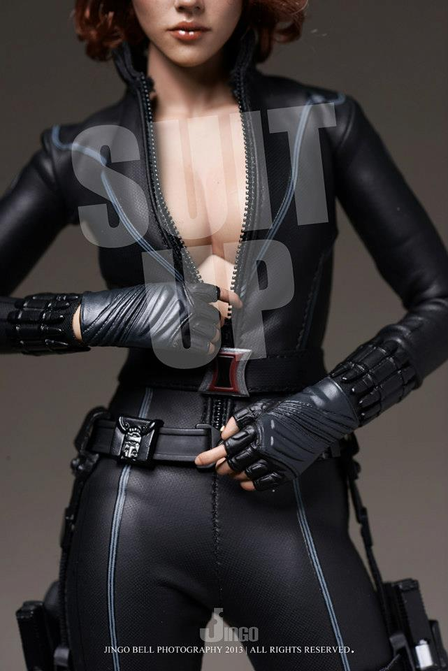 HOT-toys-black-widow-7