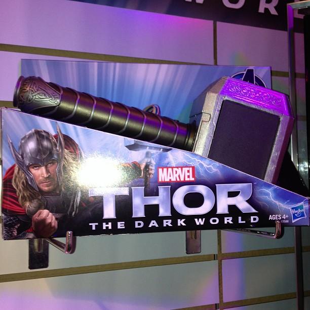 thor-dark-world-jouet-marteau