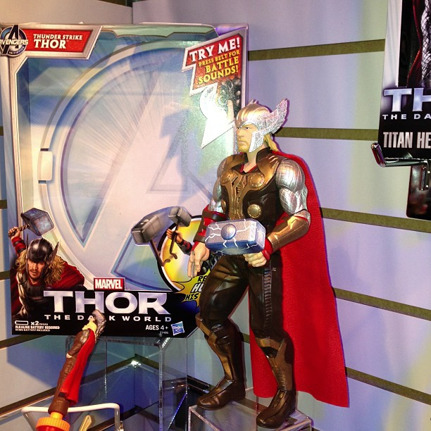 thor-dark-world-jouet-poupee