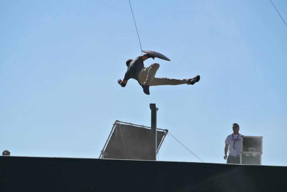 http://lestoilesheroiques.fr/wp-content/uploads/2013/06/cap-shield-saut.jpg