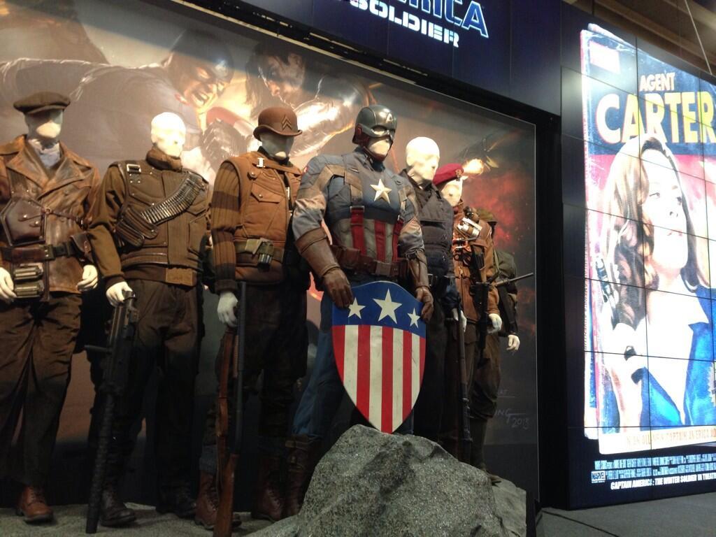 captain-america-booth-stand-comic-con-winter-soldier