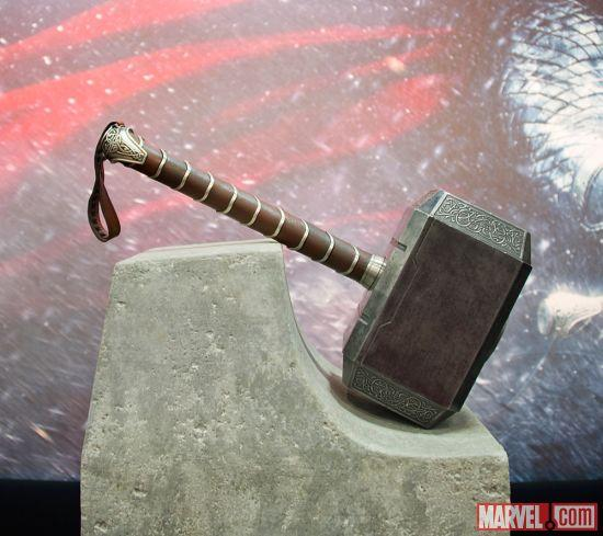 mjolnir-comic-con-2013-marvel