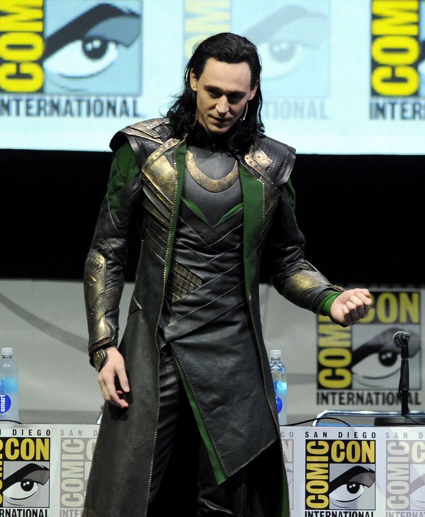 tom-hiddleston-loki-comiccon-panel