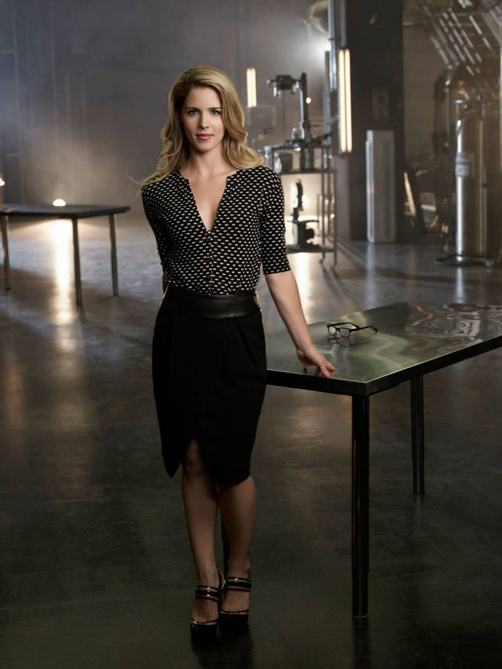 arrow-saison-2-promo-shot-felicity-smoak