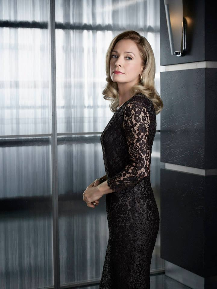 arrow-saison-2-promo-shot-moira-queen