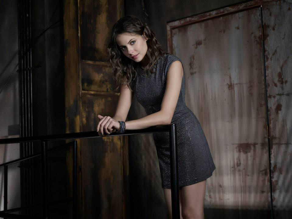 arrow-saison-2-promo-shot-thea-queen