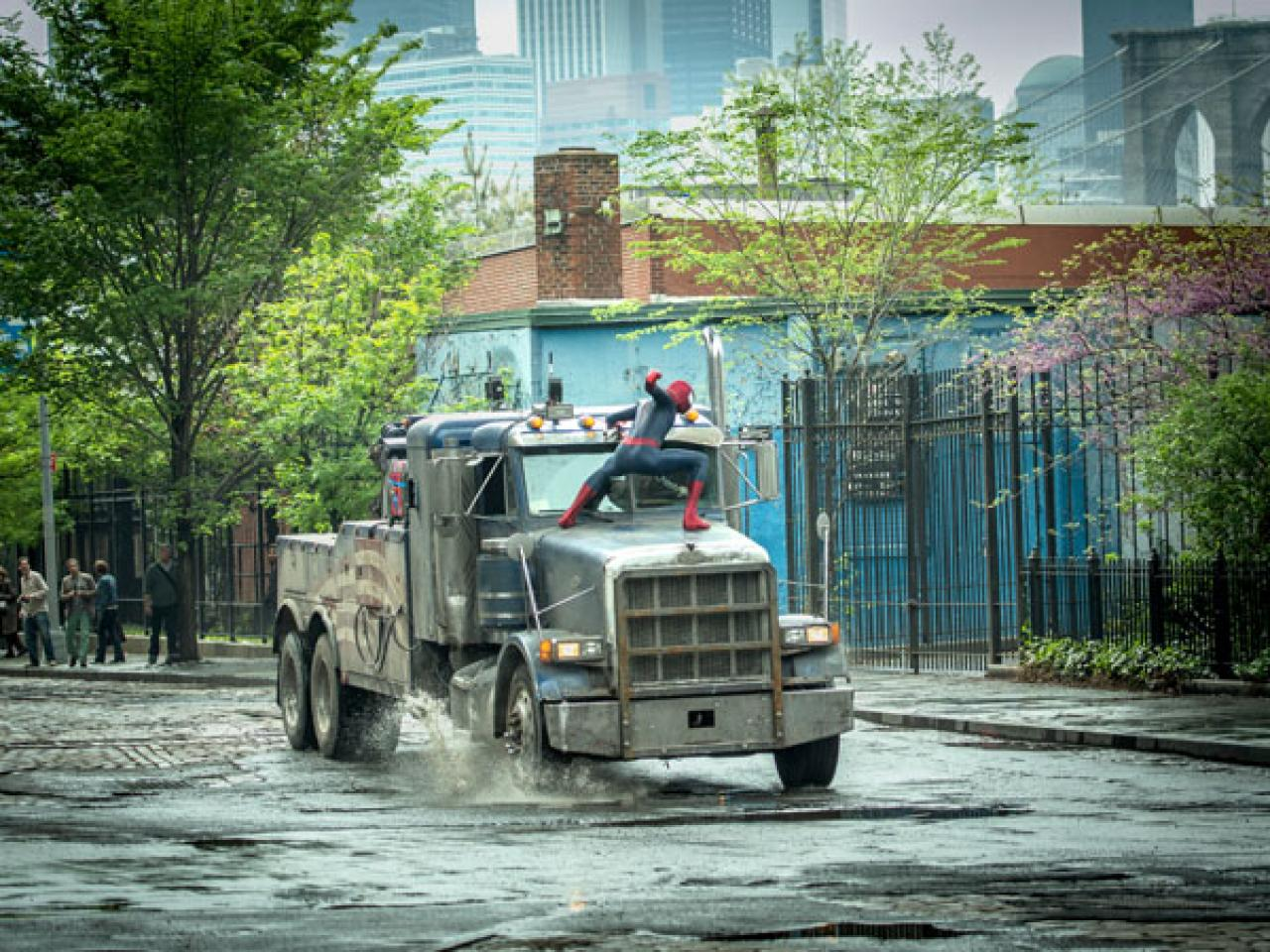 the-amazing-spider-man-2-power-electro-truck