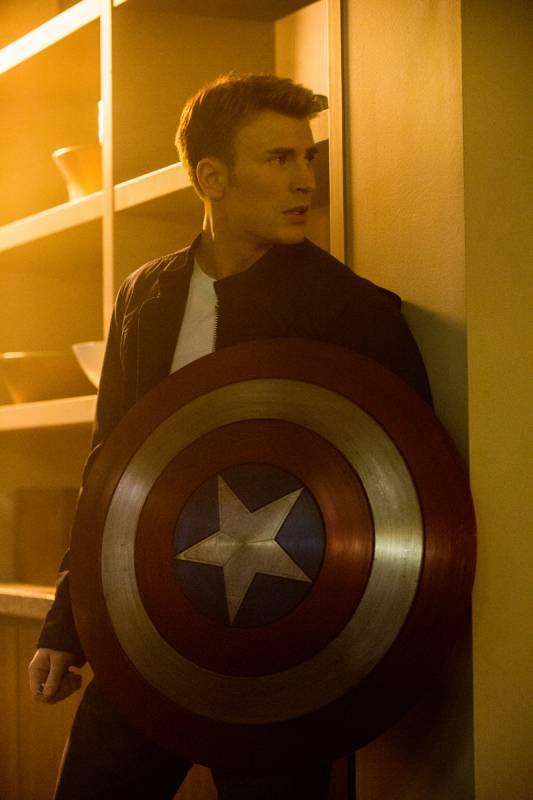 captain-america-shield-chris-evans