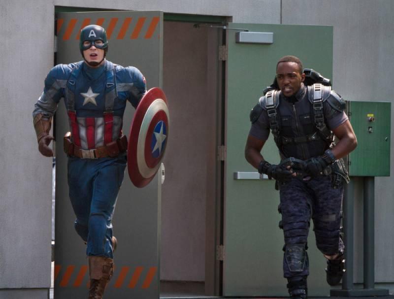en-piste-captain-america-faucon-action