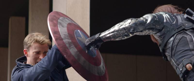 captain-america-soldat-de-hiver-shield-hammer