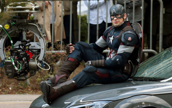 avengers-age-of-ultron-tournage-captain-america-costume