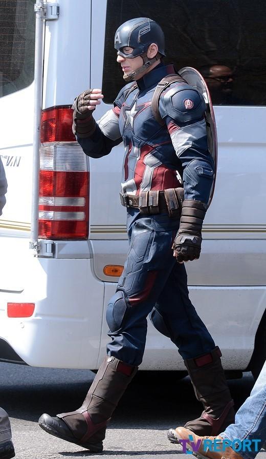 avengers-age-of-ultron-tournage-captain-america-symbole