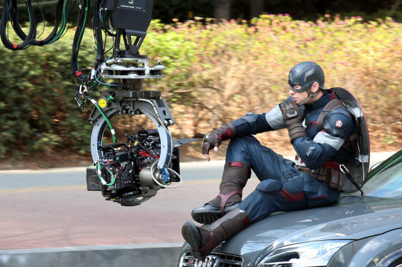 avengers-age-of-ultron-tournage-captain-america-voiture