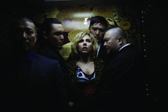 captain-america-ascenseur-lucy
