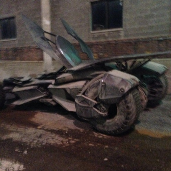 batmobile-decapotable-tournage-superman