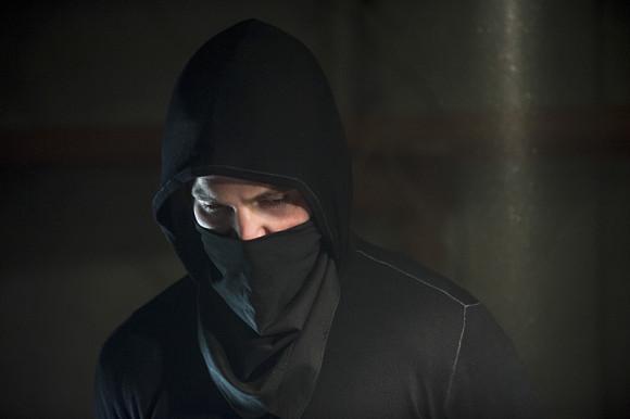 arrow-episode-sara-oliver-mask