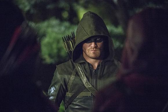 arrow-saison-3-episode-4-magician-hood
