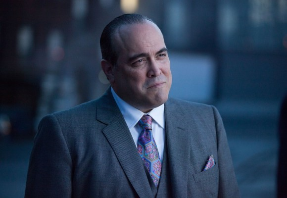gotham-episode-penguin-umbrella-maroni