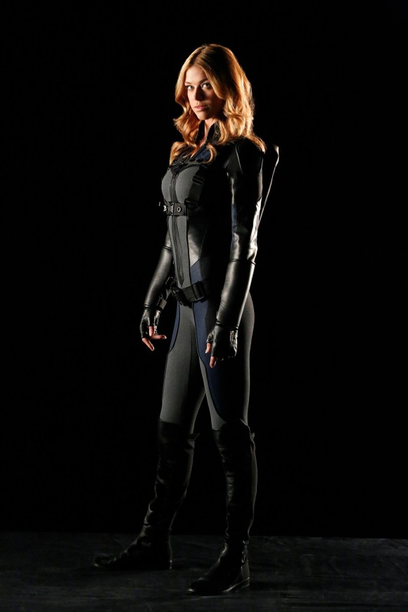 mockingbird-costume-hd-agents-of-shield-serie