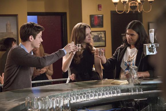 the-flash-episode-plastique-allen-drink