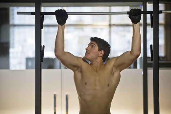 arrow-episode-draw-back-your-bow-brandon-routh-shirtless