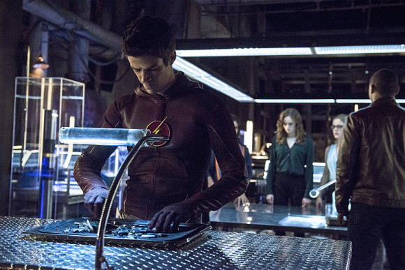 arrow-the-flash-crossover-episode-the-brave-and-the-bold-barry