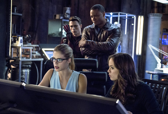 arrow-the-flash-crossover-episode-the-brave-and-the-bold-felicity-caitlyn