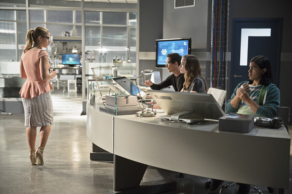 the-flash-vs-arrow-episode-crossover-starlabs