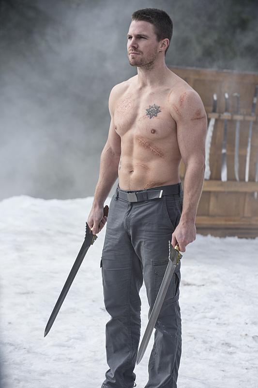 arrow-the-climb-episode-shirtless-amell