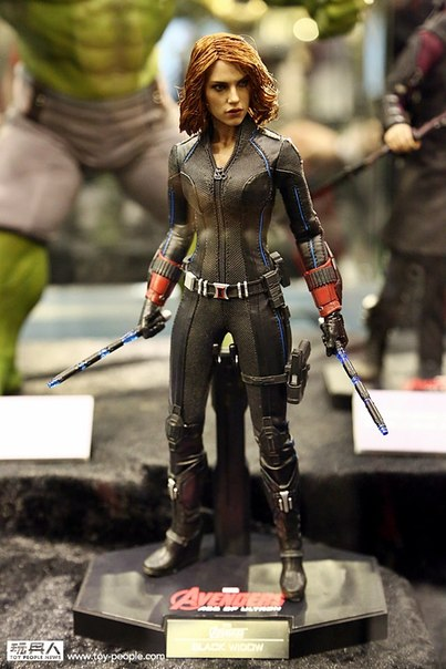 hot-toys-avengers-age-of-ultron-widow