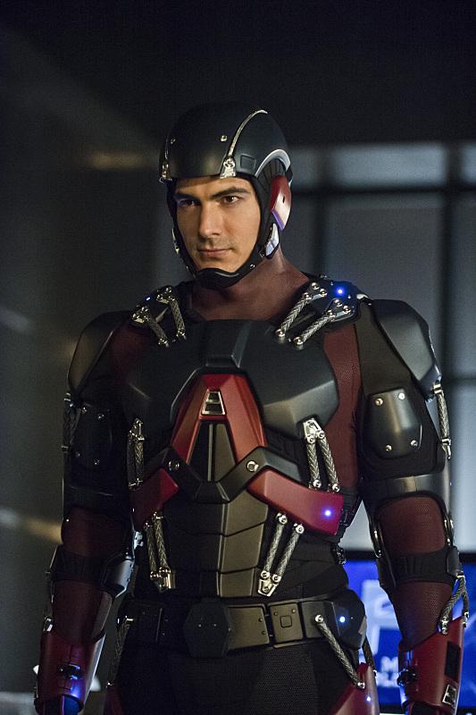 arrow-saison-3-nanda-parbat-episode-costume-atom