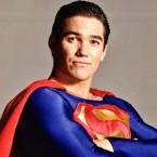 Si c'est pas génial (via TheWrap)… Dean Cain, le Superman de Loïs et Clark : Les Nouvelles Aventures de Superman […]