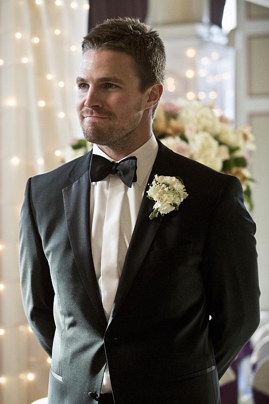 arrow-suicidal-tendencies-episode-oliver-suit