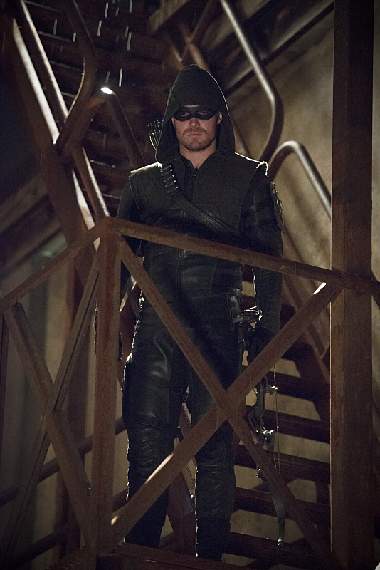 arrow-the-offer-episode-costume