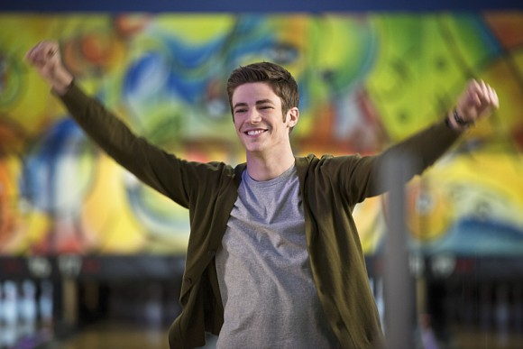 the-flash-episode-out-of-time-barry-allen-bowling