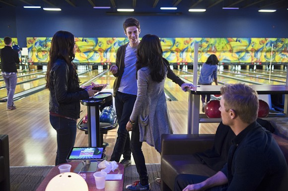 the-flash-episode-out-of-time-bowling-scene