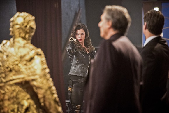 the-flash-episode-rogue-time-golden-statue