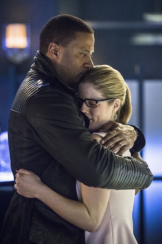 al-sah-him-photos-arrow-episode-hug