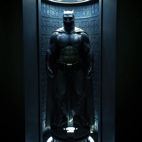batman-v-superman-costume-batman-batcave-image