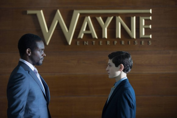 gotham-episode-21-anvil-hammer-lucius-fox