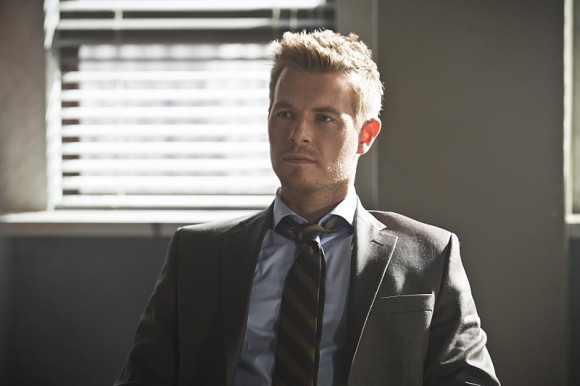the-flash-episode-who-is-harrison-wells-detective-eddie-thawne