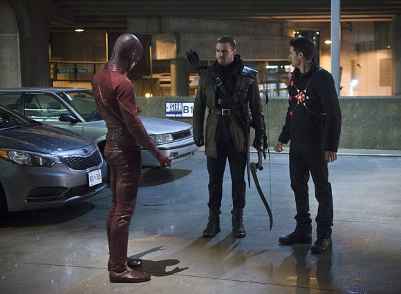 the-flash-rogue-air-episode-amell-reunion