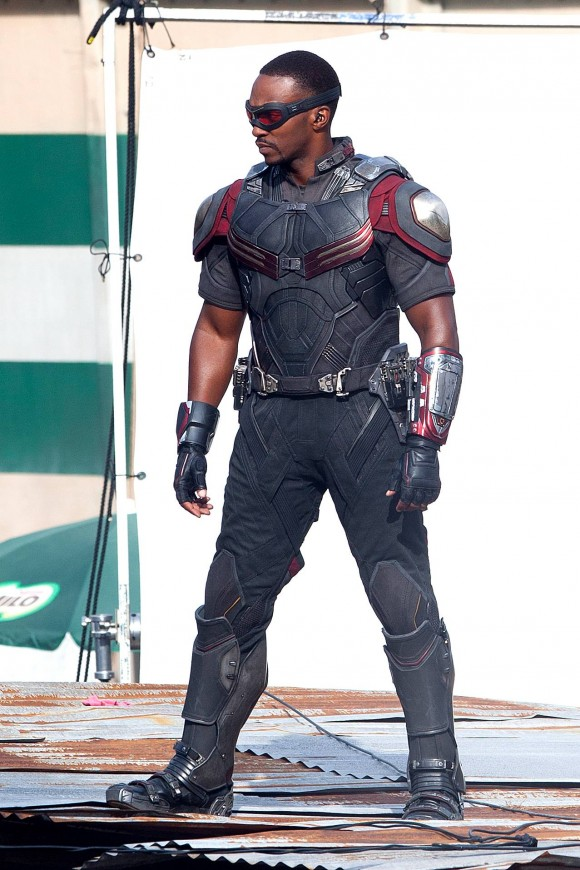 Franchise Marvel/Disney #3 Captain-america-civil-war-costume-faucon-mackie-580x870