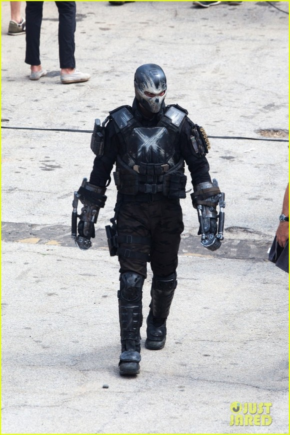 Franchise Marvel/Disney #3 Crossbones-captain-america-civil-war-movie-costume-580x868