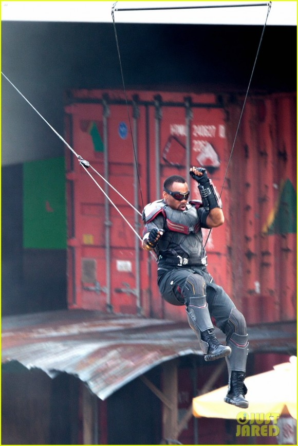 Franchise Marvel/Disney #3 Falcon-civil-war-movie-shooting-image-580x868