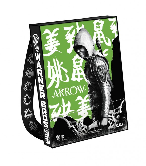 comic-con-2015-warner-bag-arrow