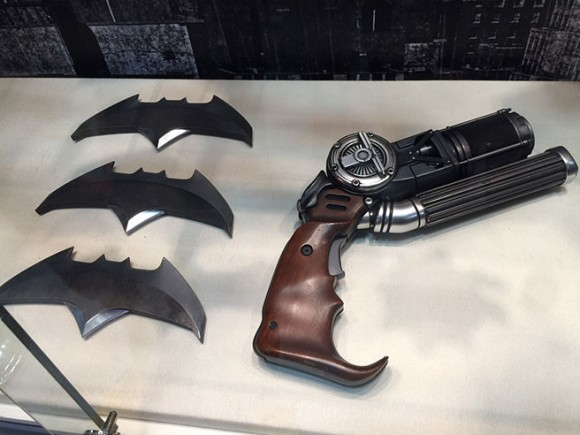 batman-v-superman-comic-con-batarang