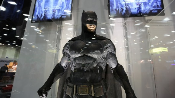 batman-v-superman-comic-con-batman-costume
