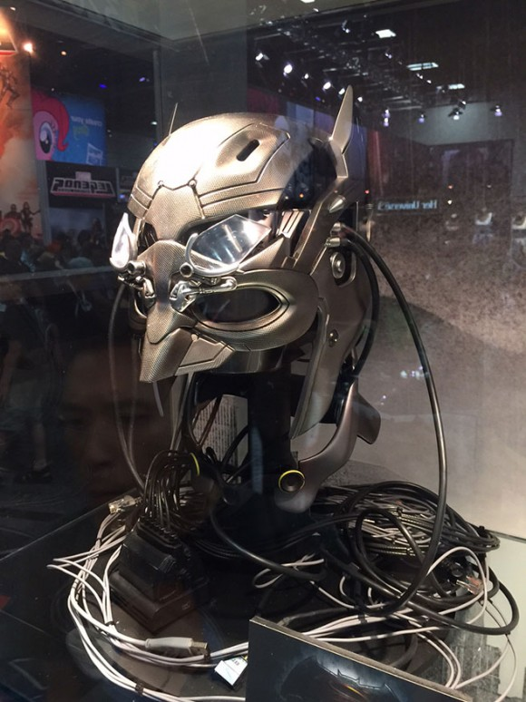 batman-v-superman-comic-con-cowl-tech